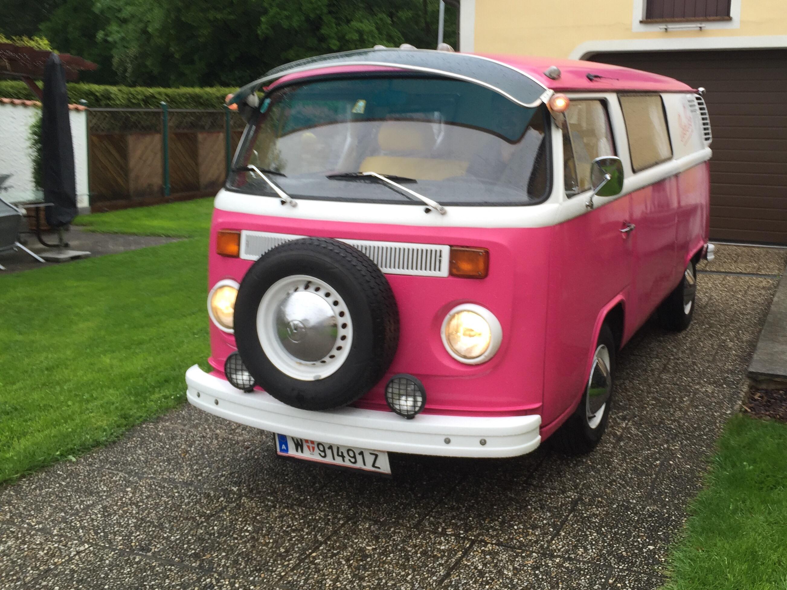 VW Bulli startet ins Hochzeitswochenende